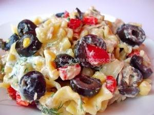 -Salata-de-paste-cu-ton-si-Tzatziki-1